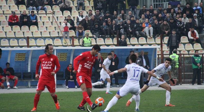 دیدار تیم های فوتبال ملوان و تراکتورسازی با نتیجه تساوی یک بر یک به پایان رسید