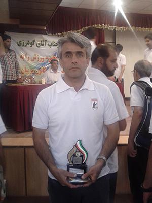 معرفی آقای قادر رحیم زاده به عنوان مربی برتر استان در سال 92 از سوی کانون مربیان فوتبال